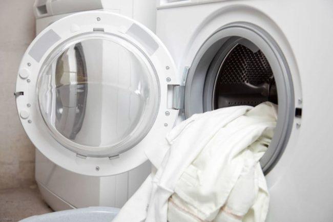 Как стирать белые вещи в машинке, чтобы они не испортились?
