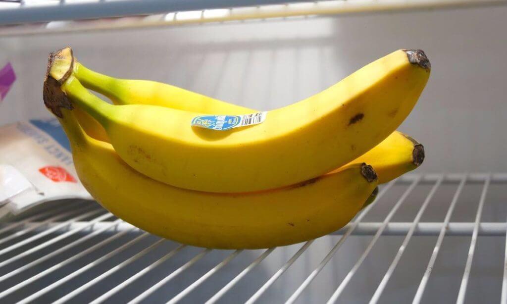Бананы в холодильнике