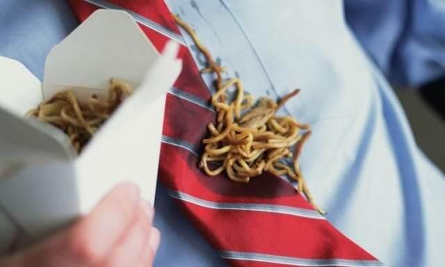 Как почистить галстук от жирных пятен быстро и эффективно