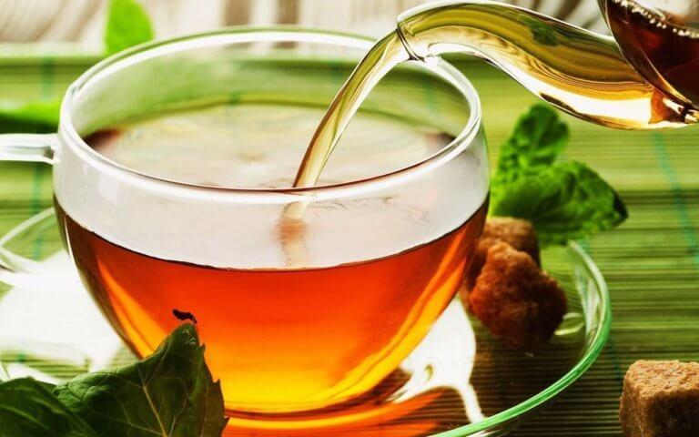 пятна от красного чая