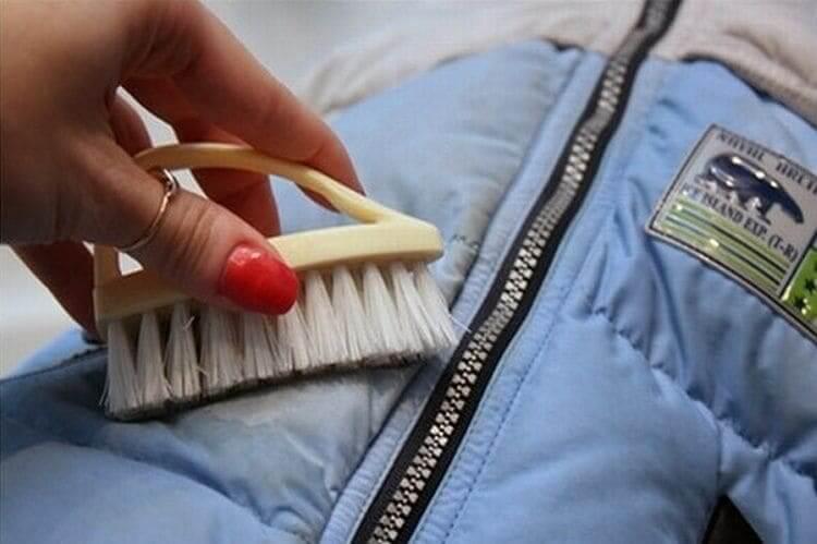 Домашние методы удаления пятен с болоньевой куртки