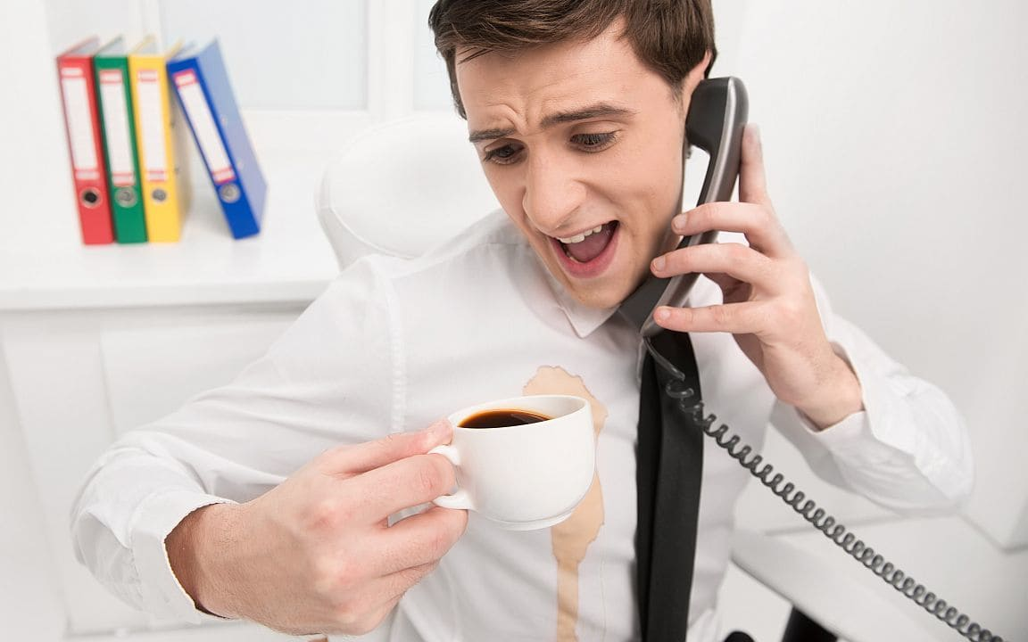 Как избавиться от кофейных пятен на коврах и одежде