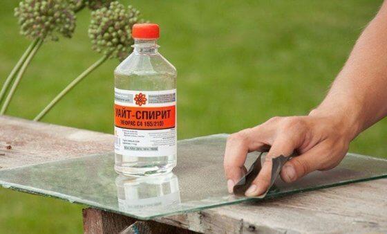 Способы, как убрать пятна от скотча на пластике