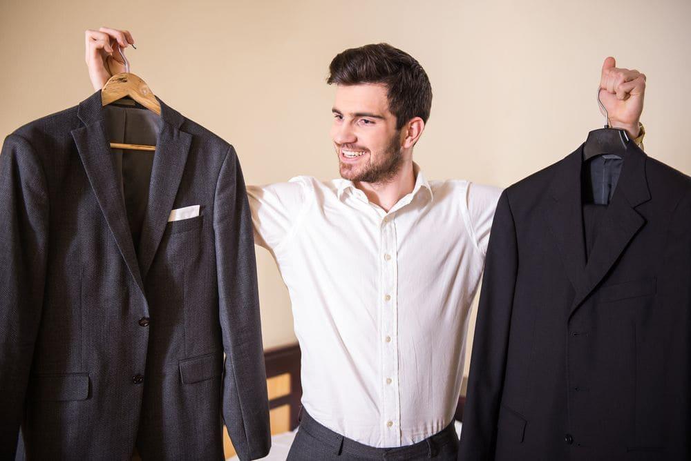 Как самостоятельно постирать костюмный пиджак?