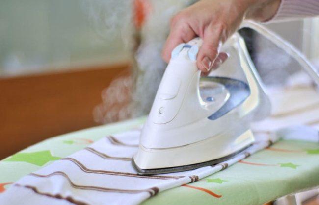 Простые способы, как отстирать воск с различных тканей