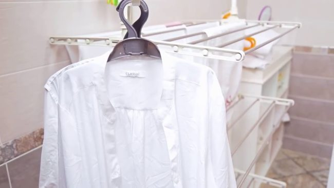 Правила стирки рубашек в стиральной машине и руками