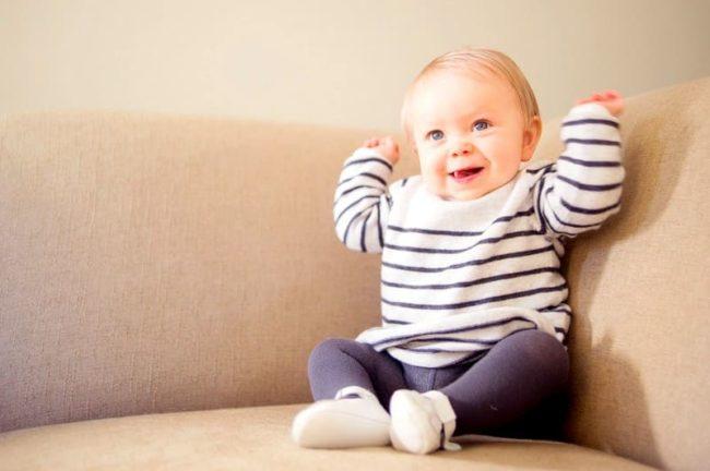 Простые способы как постирать диван от детской мочи и нейтрализовать запах навсегда