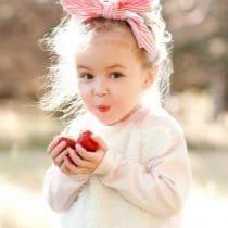 Как и чем вывести пятна от ягод с белой и цветной одежды