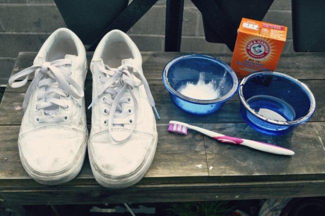 Как стирать белые и темные кеды конверсы вручную и в машинке