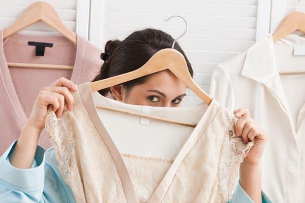 Как погладить одежду без утюга