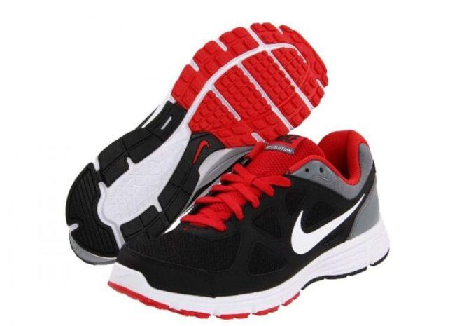 """Правила ручной и машинной стирки кроссовок фирмы """"Nike"""""""
