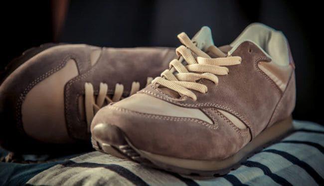Как постирать замшевые кроссовки, чтобы не испортить