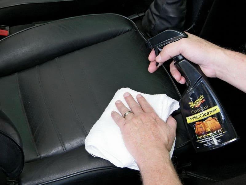 Как отчистить сиденья в машине от пятен фото