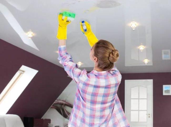 Как очистить натяжной потолок от пятен своими руками?