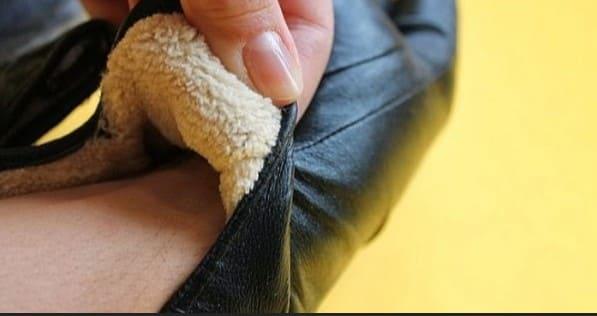 Как правильно постирать кожаные перчатки своими руками?