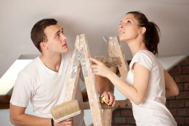 Как убрать пятна с потолка после затопления своими руками?