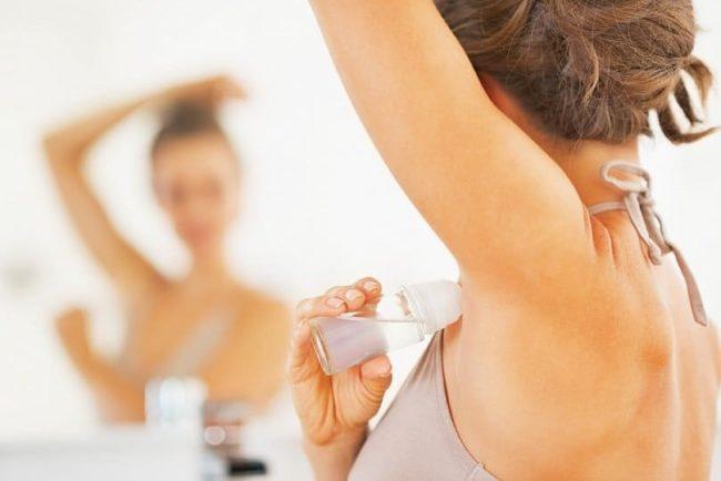 Как отстирать пятна под мышками от дезодоранта с помощью эффективных народных средств