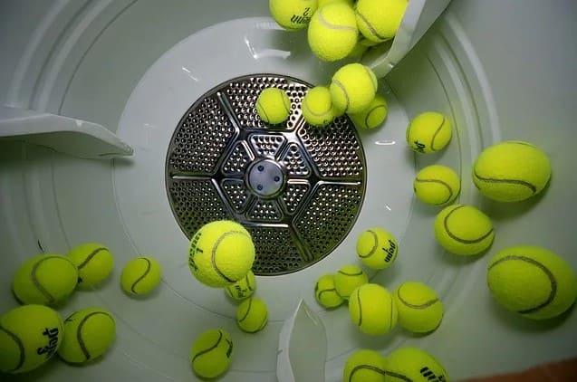 Подробный алгоритм, как стирать пуховик с теннисными мячиками