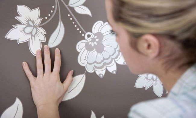 Пятно на стене — удаляем быстро и без проблем