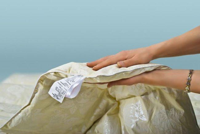 Как стирать пуховое одеяло в стиральной машине, чтобы оно сохранило свой вид