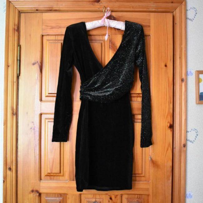 Как правильно постирать платье из бархата?