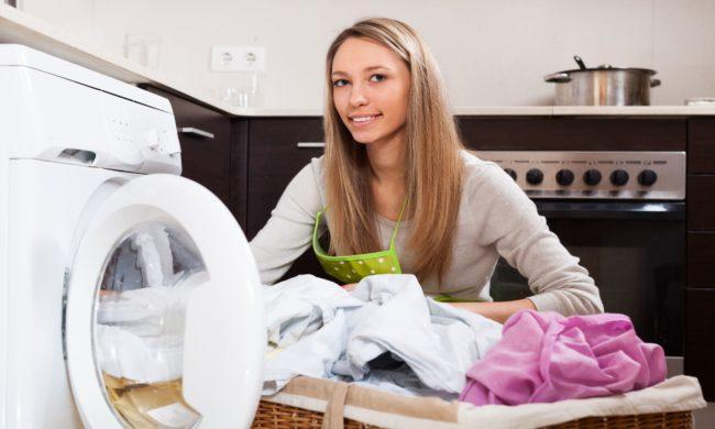 Как правильно стирать цветное белье?