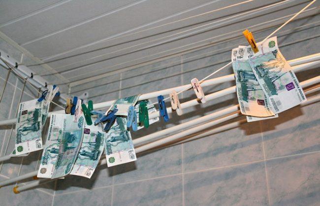 Постирала деньги в стиральной машине: что делать, как вернуть купюрам первозданный вид