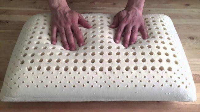 Как правильно постирать латексную подушку