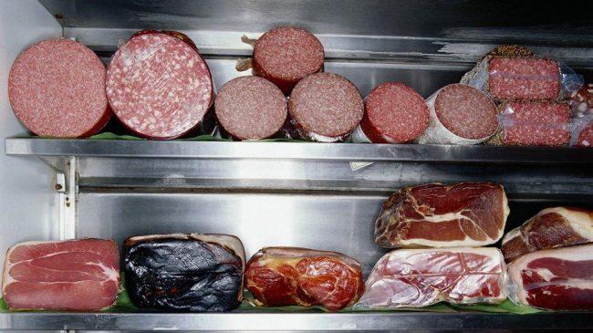 Сколько хранится мясо в холодильнике: народные и общепризнанные способы
