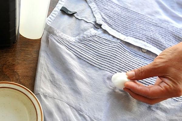 Способы выведения пятен от заварки на белых и цветных вещах