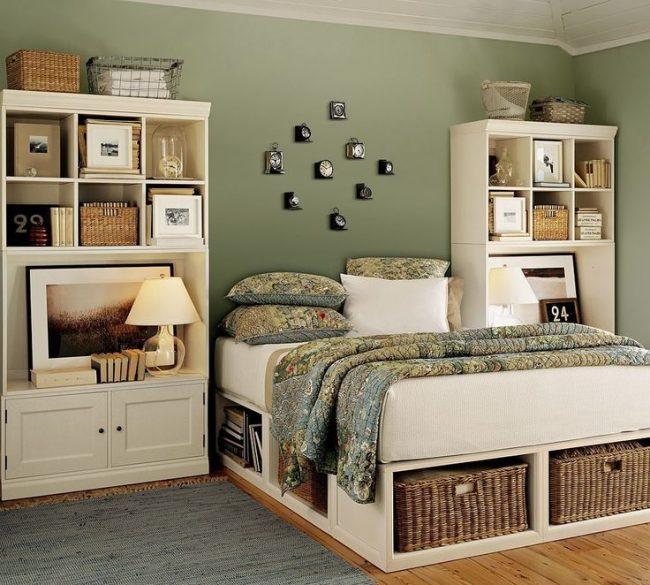 Размещение вещей в маленькой спальне