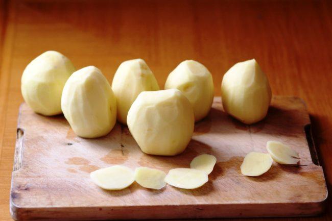Как правильно и сколько можно хранить очищенную картошку