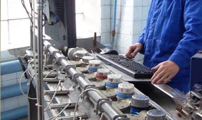 Бытовые счетчики горячей и холодной воды: срок годности, проверка и замена