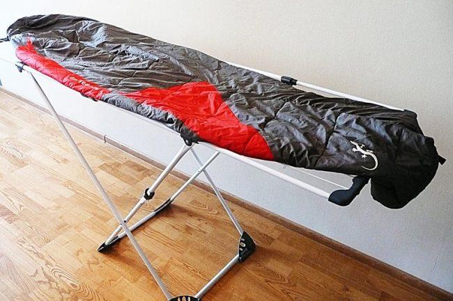 Можно ли стирать спальный мешок и как это лучше делать